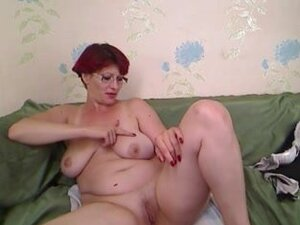 Redheaded mature slut gives a show on a sex