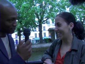 Petite interview avec Sofia, une jeune beurette à