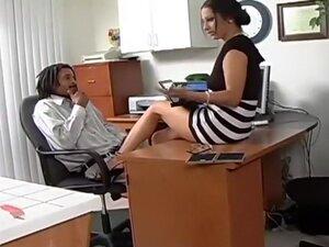Horny secretary Leah Lexington pleasing her boss