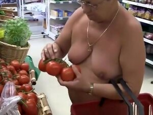 Exhibitionist mature shopping naked, Exhibitionist