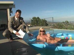 Beautiful Evita Pozzi Masturbates Outdoors In A